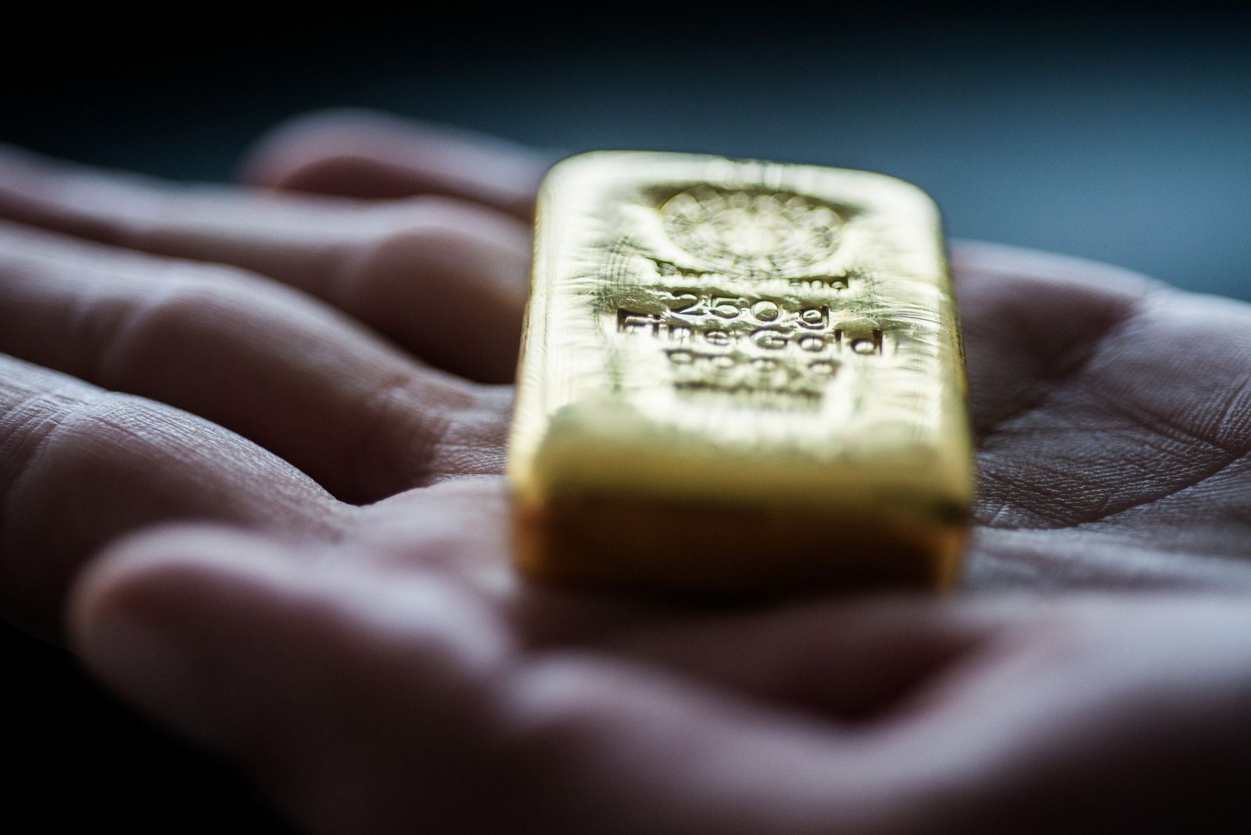 Gold Dealers Report Big Shortages of Small Bars and Coins